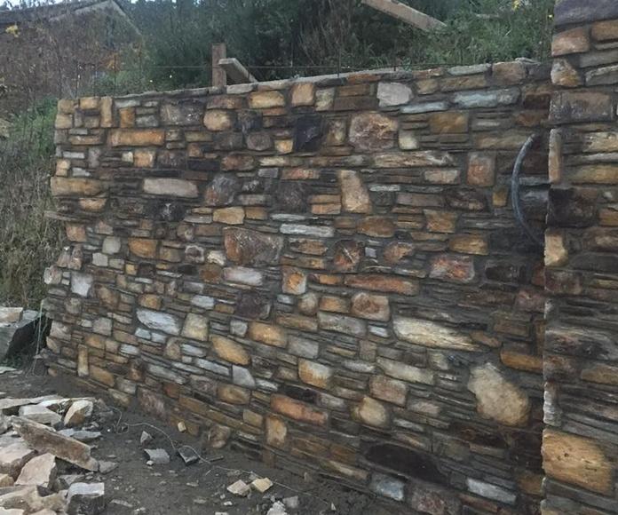 Construcción de muros: Servicios de Colocación de Piedra O Pego