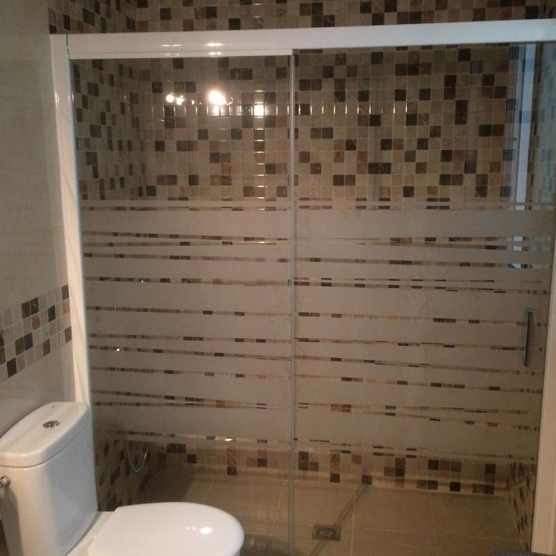 Mamparas de baño: Servicios de Aluminios Benilan