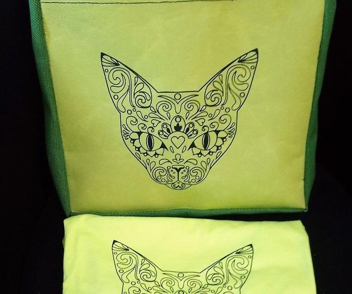 Bolso Verde con camiseta a juego.