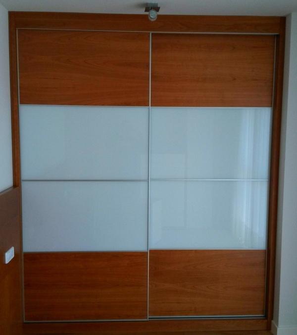 Frente armario en cerezo y cristal