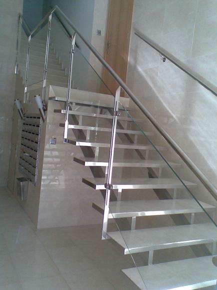 Escaleras: Productos y servicios. de Cerrajería Jovipac