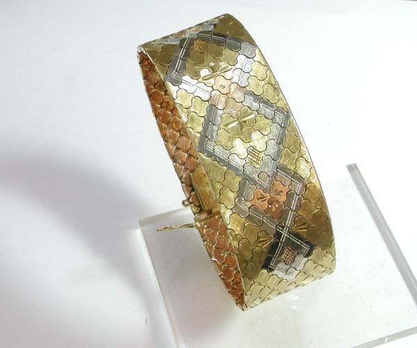 Pulsera realizada en oro tricolor de 18k. Circa: 1960. VENDIDA
