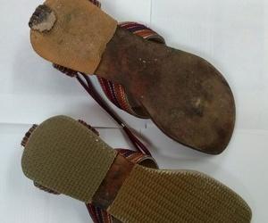 Todo tipo de reparación de calzado: tapas, philips, cambio de tacones, teñidos, cremalleras de botas, etc.