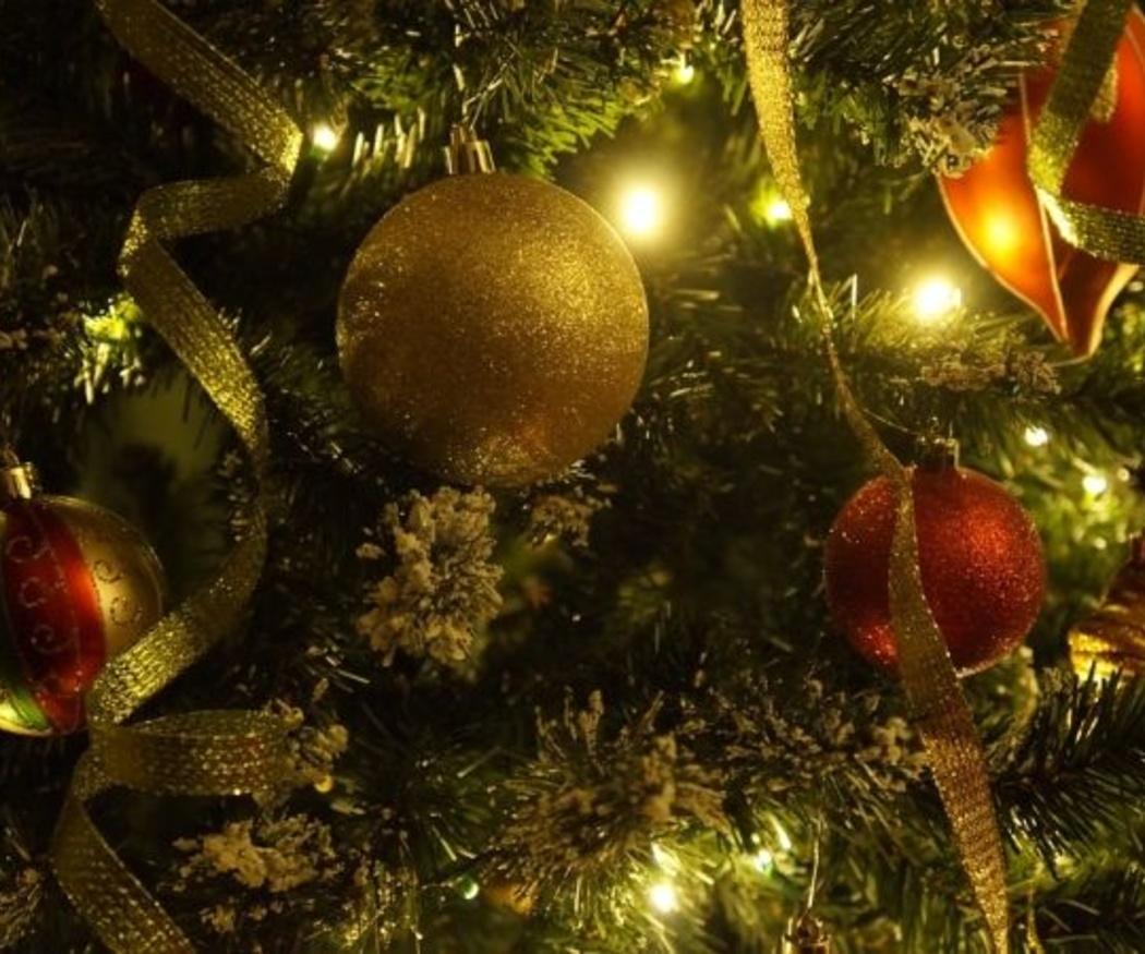 ¿Cuánto puede incrementarse mi recibo por las luces navideñas?