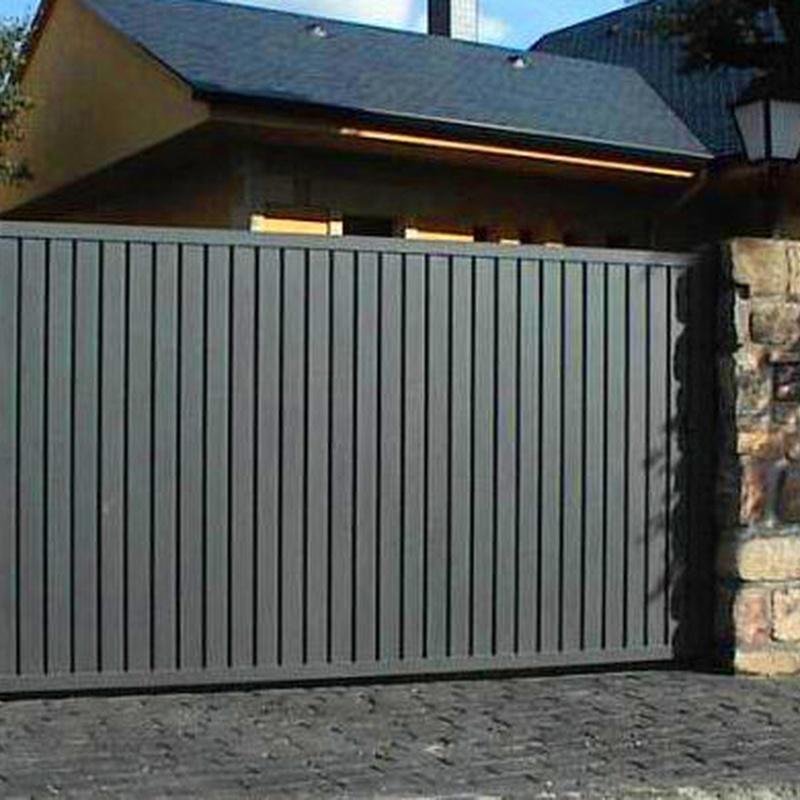 Puerta con chapa perfil puerta