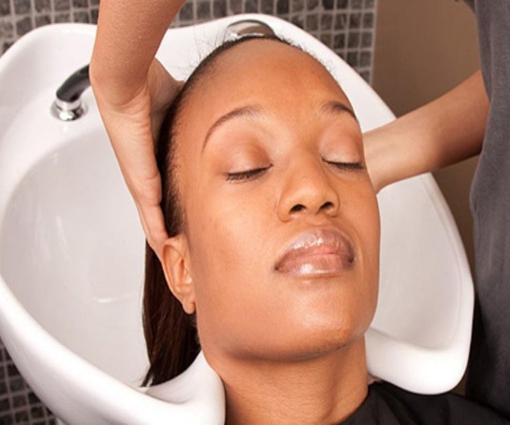 Los beneficios de los masajes capilares