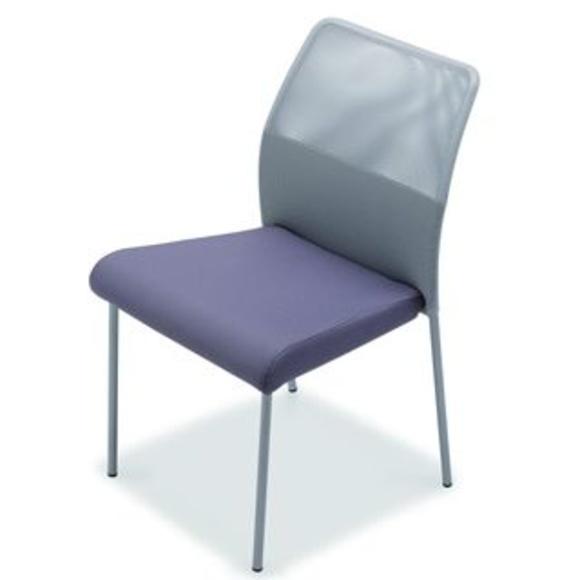 Fram en malla gris y asiento en color violeta|default:seo.title }}