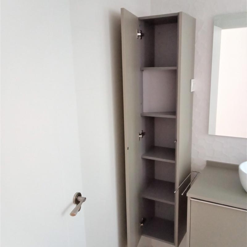Mueble de baño y mueble auxiliar