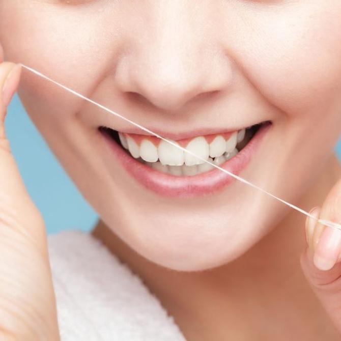 El hilo dental como complemento para la higiene de tu boca