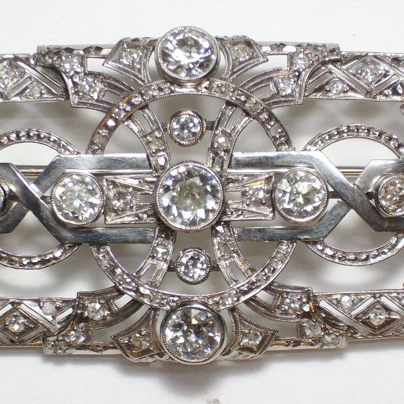 Broche Art Decó de oro de 18k con brillantes. Circa: 1920-1930.: Catálogo de Antigua Joyeros