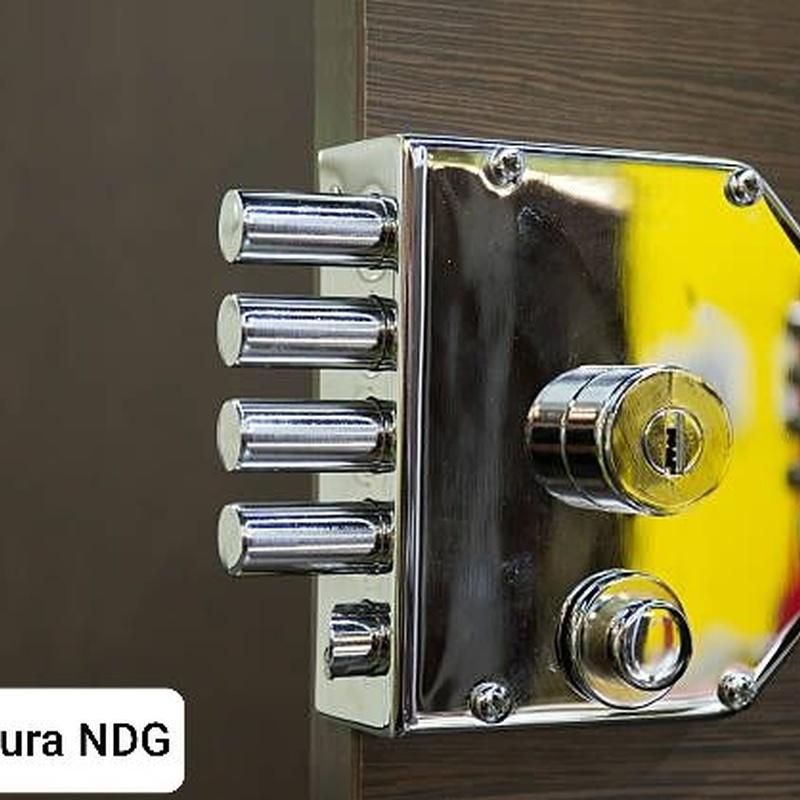 Reparación y cambio de cerraduras: Servicios de NDG CERRAJEROS