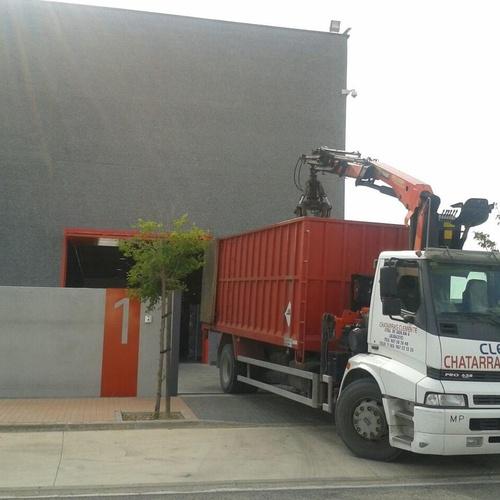 Camion con pulpo para carga de chatarras. desguaces Clemente