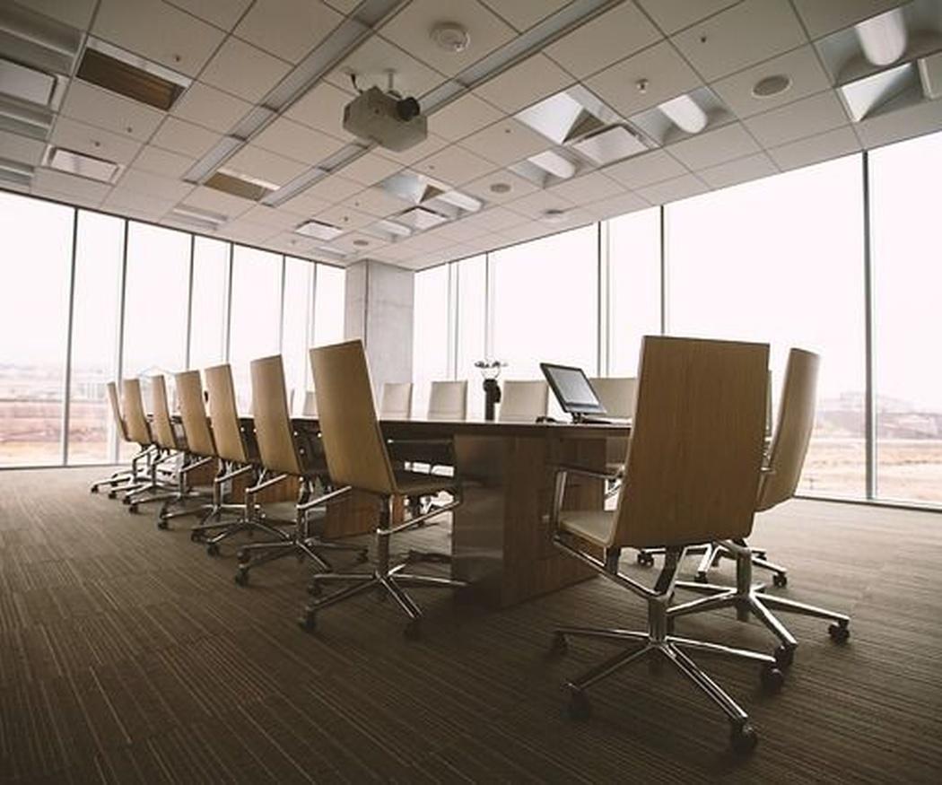 ¿Cómo limpiar correctamente el suelo de una oficina?