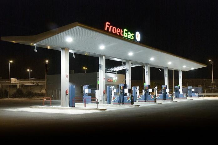 Montajes eléctricos en gasolineras: Nuestros servicios de Atsantos Montajes Eléctricos