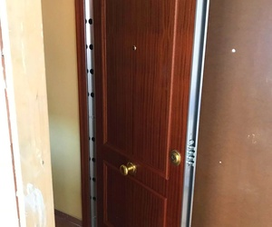 PH-1 Puerta de seguridad instalación en Madrid. Bombillo KESO PREMIUM.