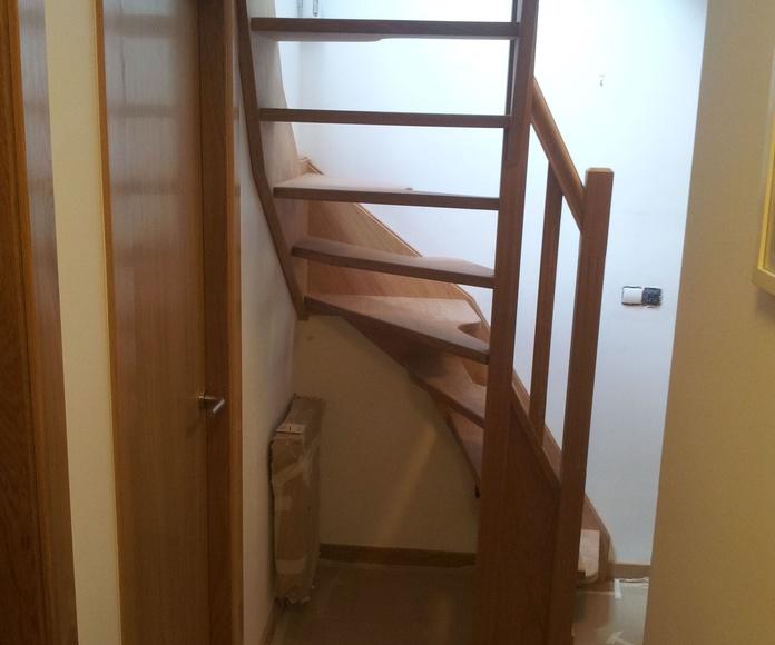 Escaleras con paso japonés (para espacios reducidos): PRODUCTOS de CARPINTERIA MAZUSTEGUI S.L