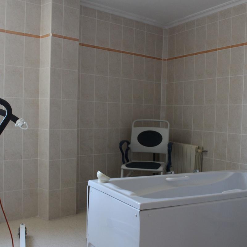 Baño geriátrico y aseos adaptados: Nuestra Residencia de Residencia de Mayores El Pilar