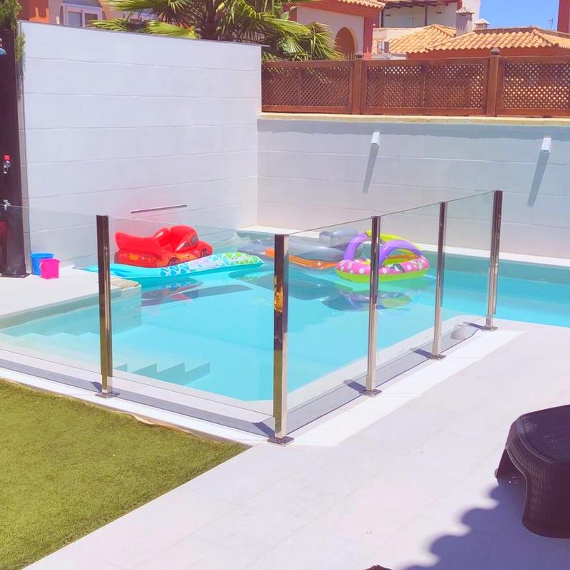 Barandilla vidrio piscina.jpg