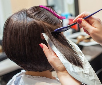 Female hydration treatment: Services de Macias Hair Studio Poblenou