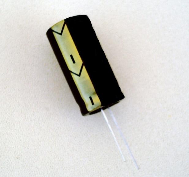 U53043G_47uf-450v-condensador-electrolitico-105-18x36mm.-844-p.jpg