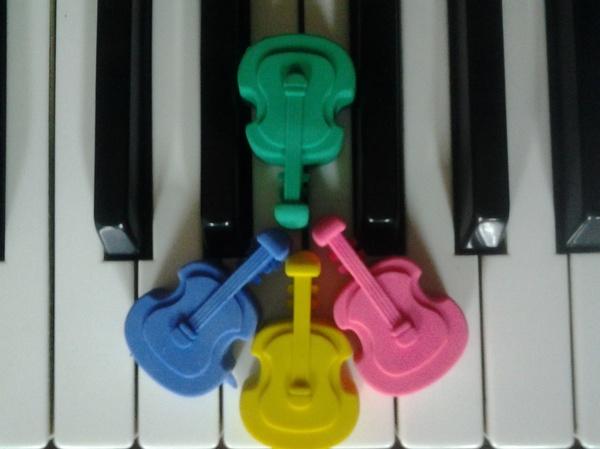 MÚSICA Y MOVIMIENTO: Profesores de Escuela de música Fama