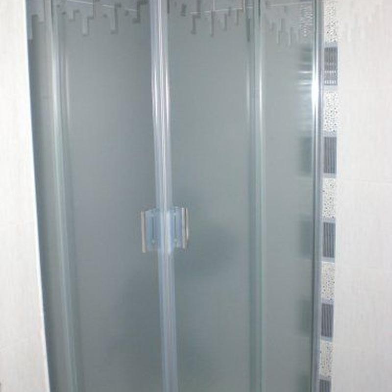 Mamparas de baño: Carpintería de aluminio de Laborda Tecnología del Aluminio, S.L.