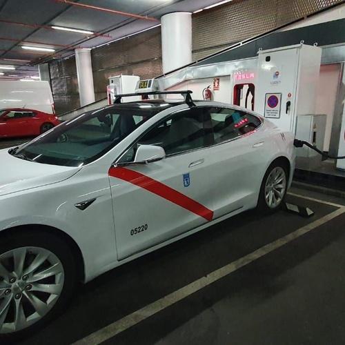 Exclusividad al mismo precio, reserva tu servicio de taxi en Las Matas: Llama y reserva tu servicio de taxi disfrutando de un servicio exclusivo con un taxi Tesla.