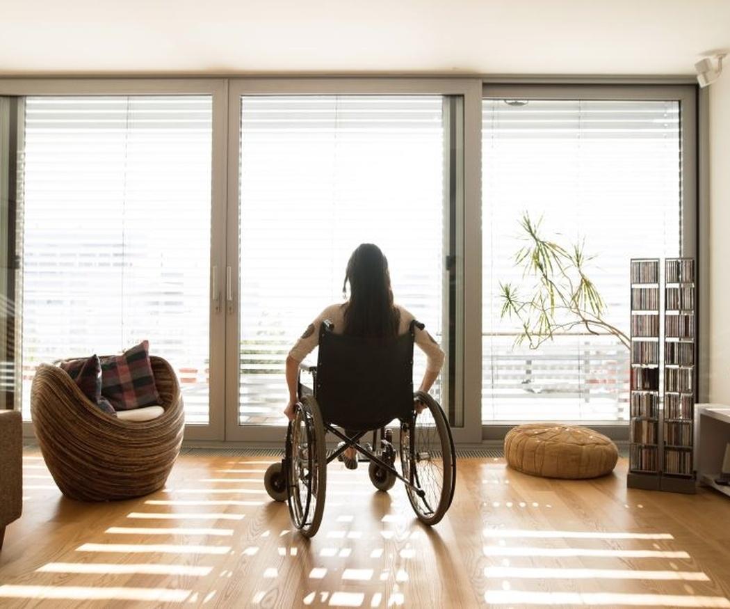Cuatro complementos útiles para la silla de ruedas