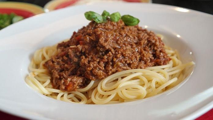 Pasta en salsa boloñesa o italiana: Especialidades de Galeón Raíña - Galeón Toural