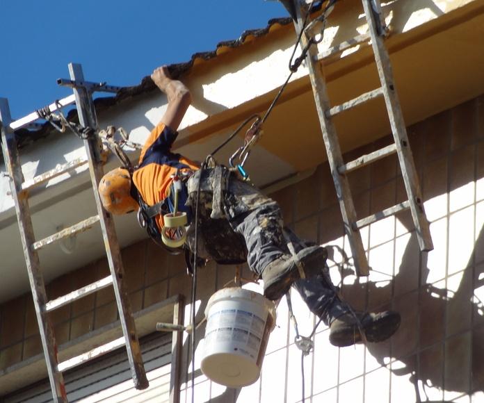 Reparación y pintura de alero en Valdenoja-Santander.