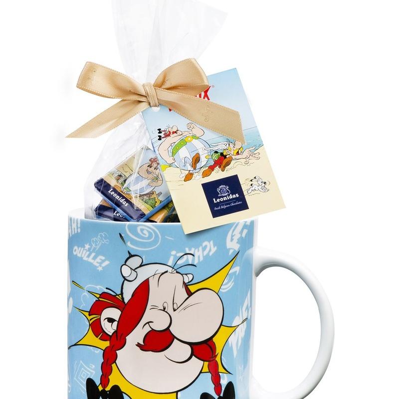Modelo de taza con 260 g de napolitanos y leches de Asterix negro