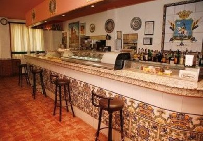 Bar - restaurante: Productos y servicios de Cuatro Esquinas