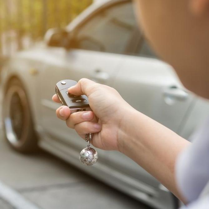 La función del transpondedor en la llave del coche