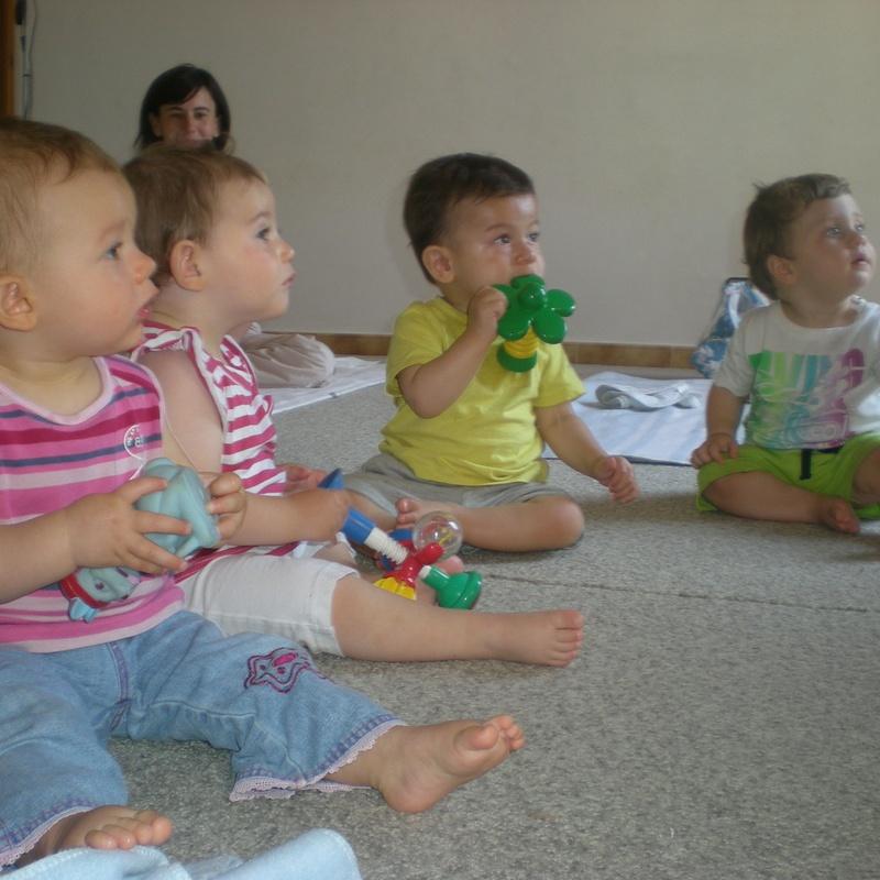 classe de nadons música de 9 a 12 mesos