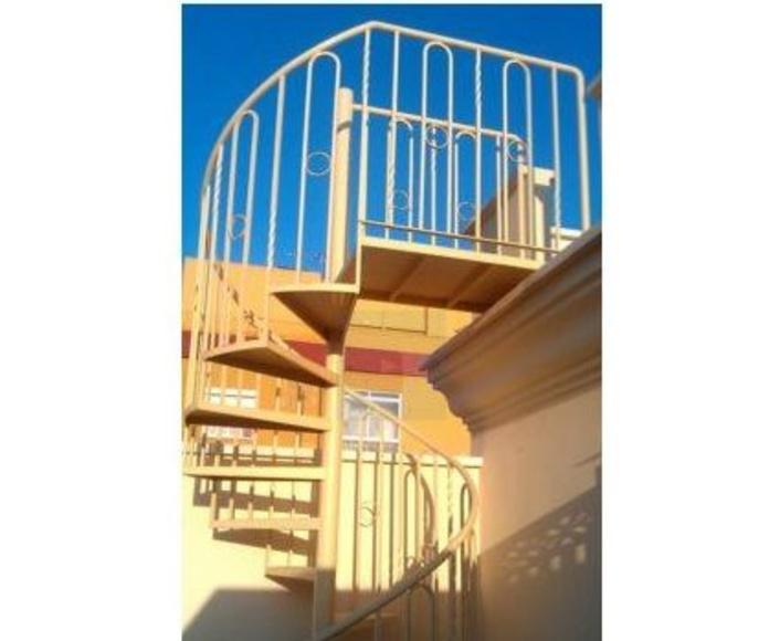 Escaleras : Nuestros productos  de Aluminios Regoni