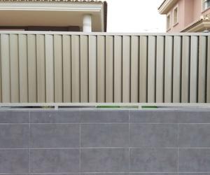 Vallado y puertas de lamas de aluminio inoxidable
