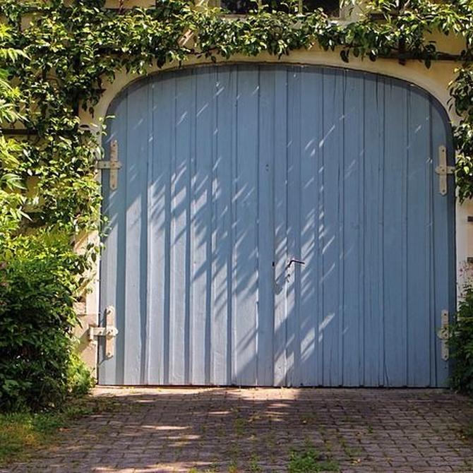 La puerta metálica que mejor se adapta a tu garaje