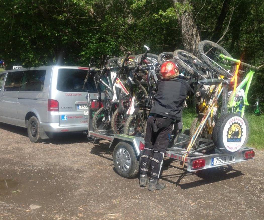 Taxis para senderismo en grupo en los Pirineos