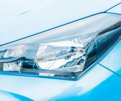 Por qué es importante pulir los faros de los coches
