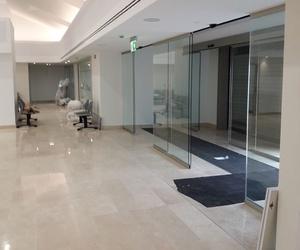 Cristalería para acceso a hospital