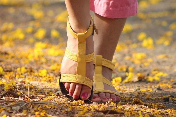 ¿como debemos cuidar nuestros pies?