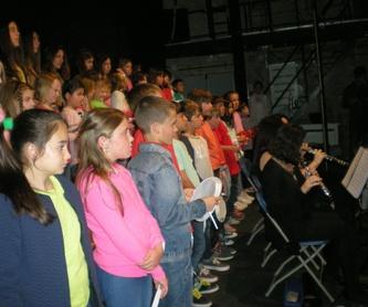 Música para padres y bebes de 3 meses a 2 años: Escuela de música i Expresión  de  Can Canturri
