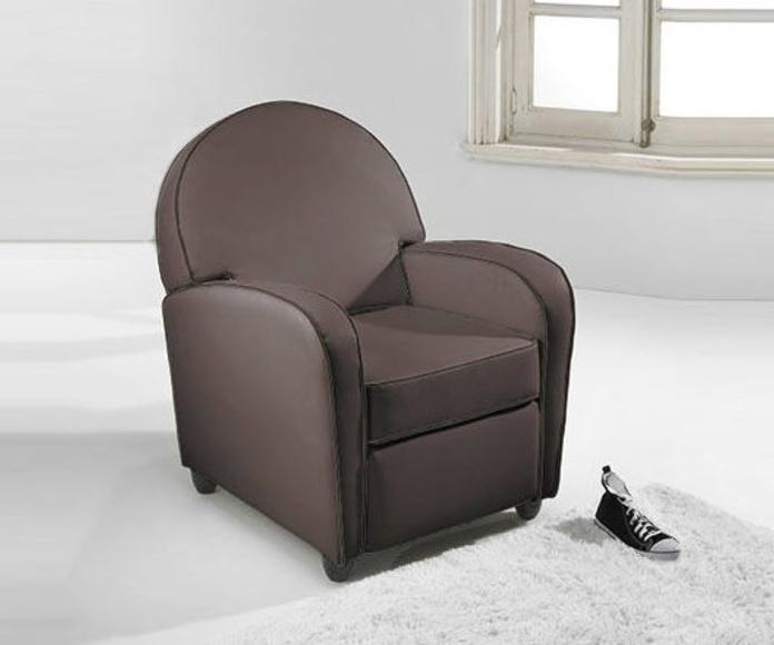 Referencia: 0300100024716. Butaca relax modelo Seattle. Mecanismo relax apertura manual. Símil piel color marrón envejecido. Medida ancho 72 cm.