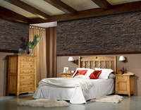 Dormitorio rustico en pino macizo.