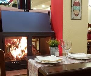 comedor con chimenea Restaurante - Hotel de Carretera El Oasis**