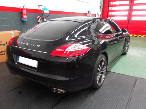 Porsche Panamera. Lámina solar negro claro