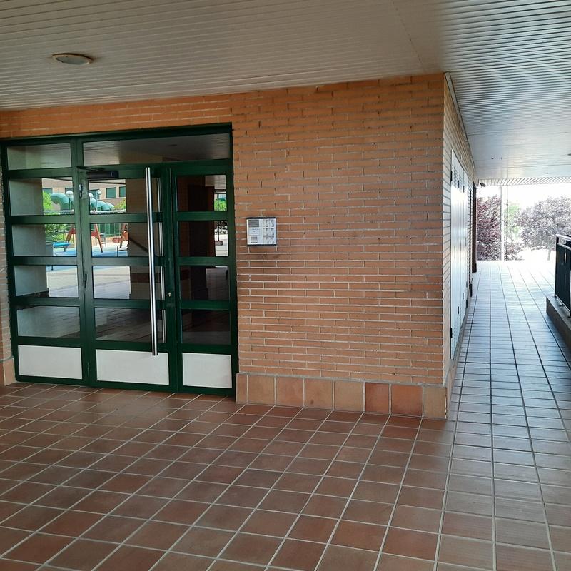 Piso en Avda. de la Albufera. Urbanización privada con piscina, pádel, gym:  de Vicente Palau Jiménez - Agente Inmobiliario