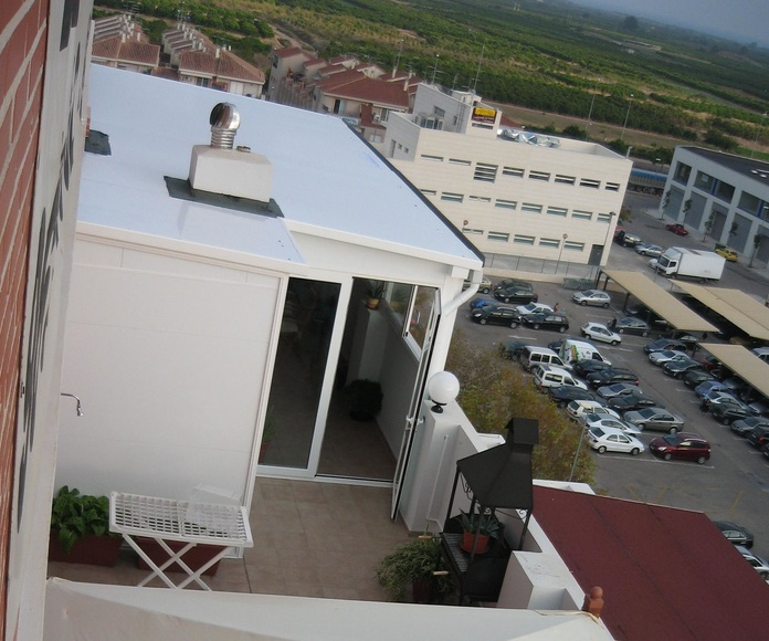 Vista del cerramiento desde una terraza superior.