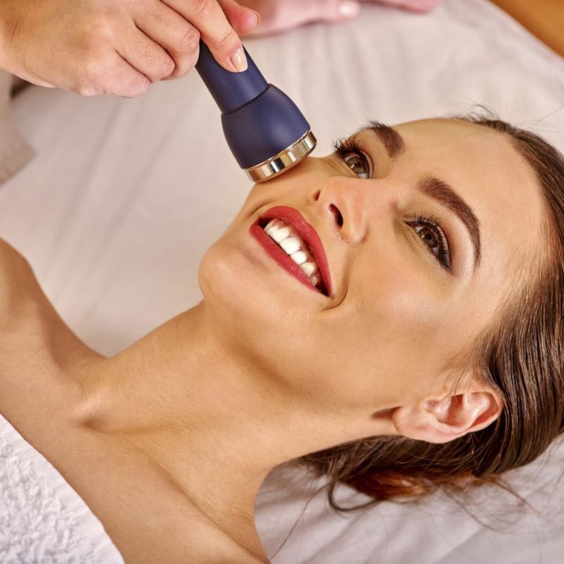 Rejuvenecimiento facial: Tratamientos y servicios de Chaes Peluquería Unisex