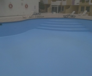 Reparación de piscina de poliurea con pintura especial